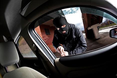 Kradzież samochodu, złodziej, włamywacz