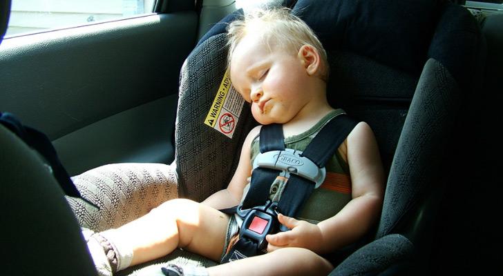 Dziecko w samochodzie, dziecko w foteliku, przepisy 2018
