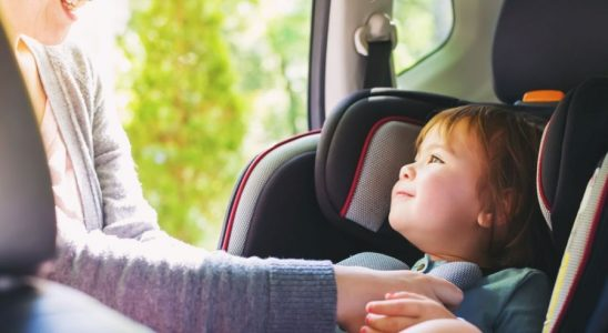 dziecko w samochodzie, dziecko w foteliku, przewożenie dziecka w foteliku przepisy 2018